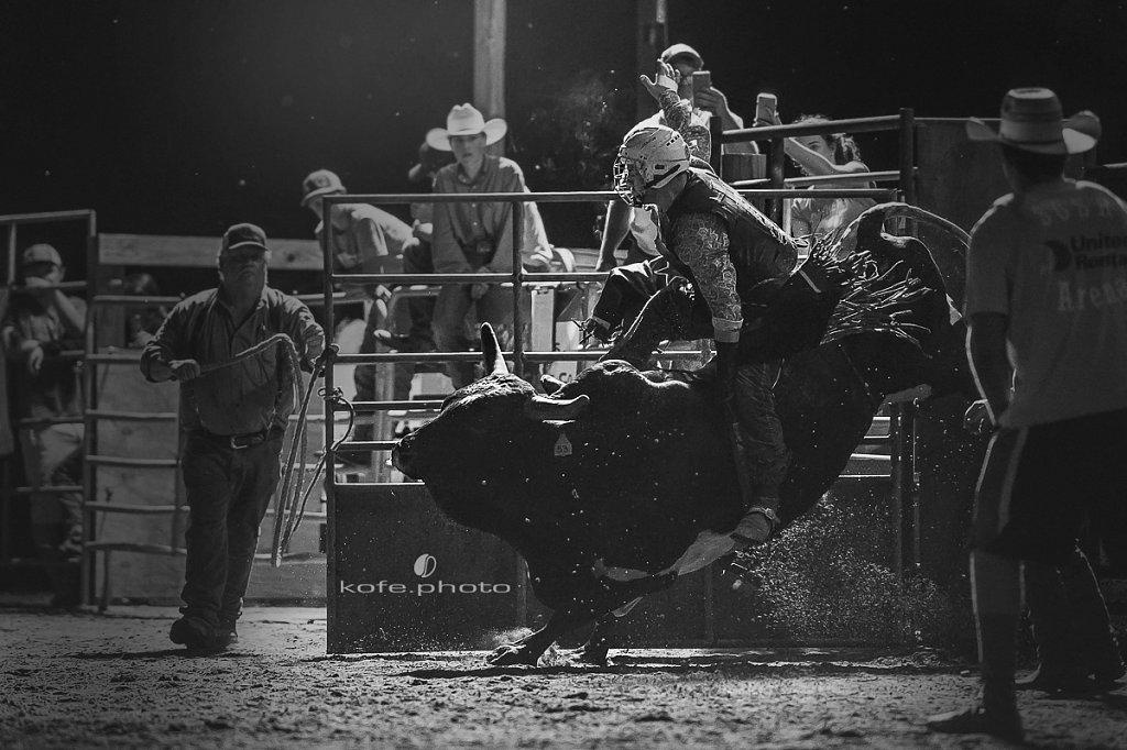 Jesse Henry on Shamu. Bulls and Barrels at Stokes GSR Arena. June 2017. Polk City. FL